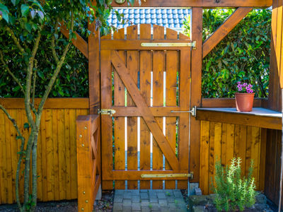 How to install a gate